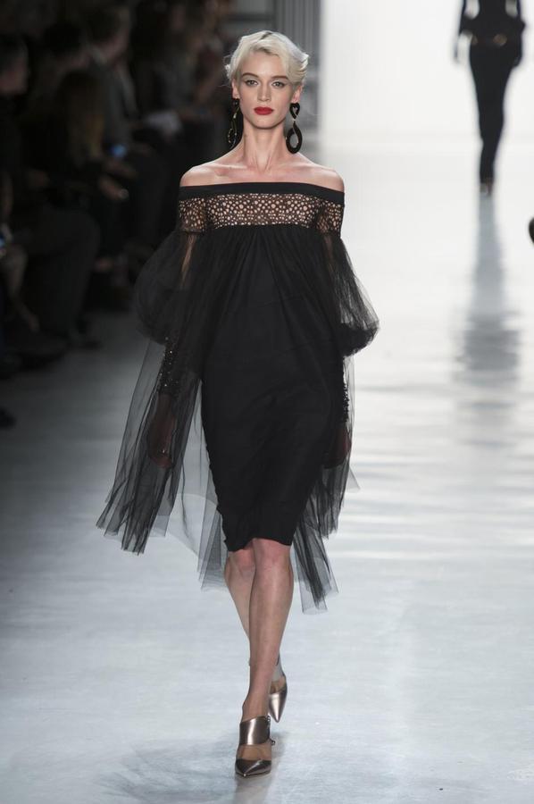La robe noire cet éternel classique des podiums - Chiara Boni (Défilé Chiara Boni La Petite Robe automne-hiver 2017-2018, New York, le 14 février 2017