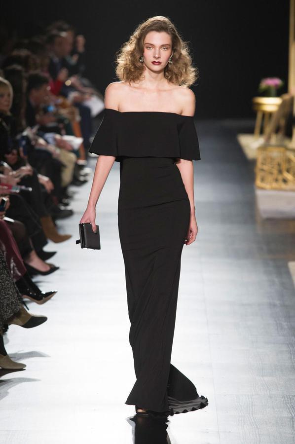 La robe noire cet éternel classique des podiums - Badgley Mischka (Défilé Badgley Mischka automne-hiver 2017-2018, New York, le 14 février 2017.)