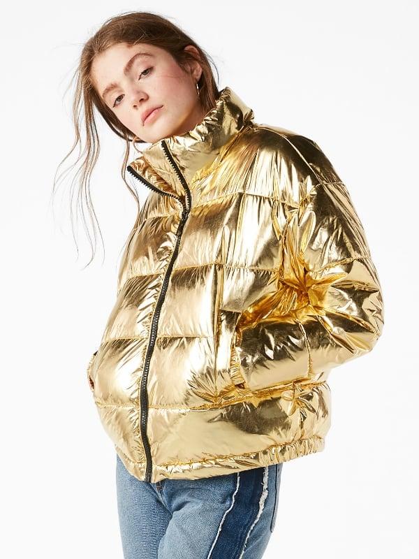 Doudoune girly courte en colori doré trés tendance de chez Monki