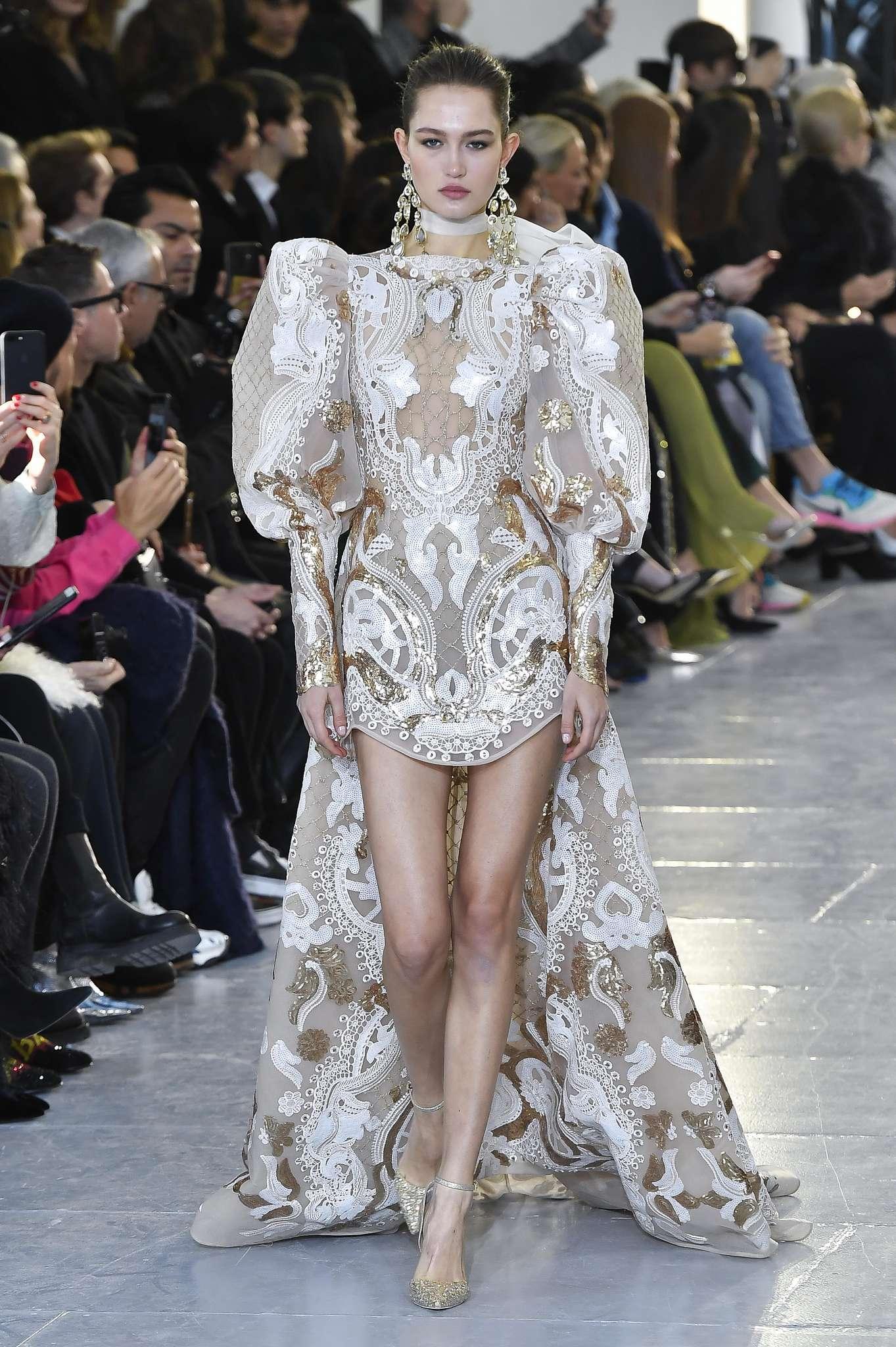Robes fourreaux brodées de sequins, de strass, de perles, et de fleurs créées par le grand couturier Elie SAAB