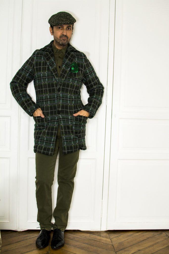 Le vert est sans conteste la couleur préférée des femmes et des hommes qui ont adopté le look monochrome et c'est ce qu'on retrouve dans cette tenue pour homme.