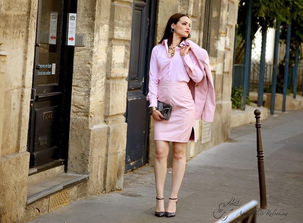Une seconde belle tenue toujours pour femme monochrome avec un dégradé de couleur rose .