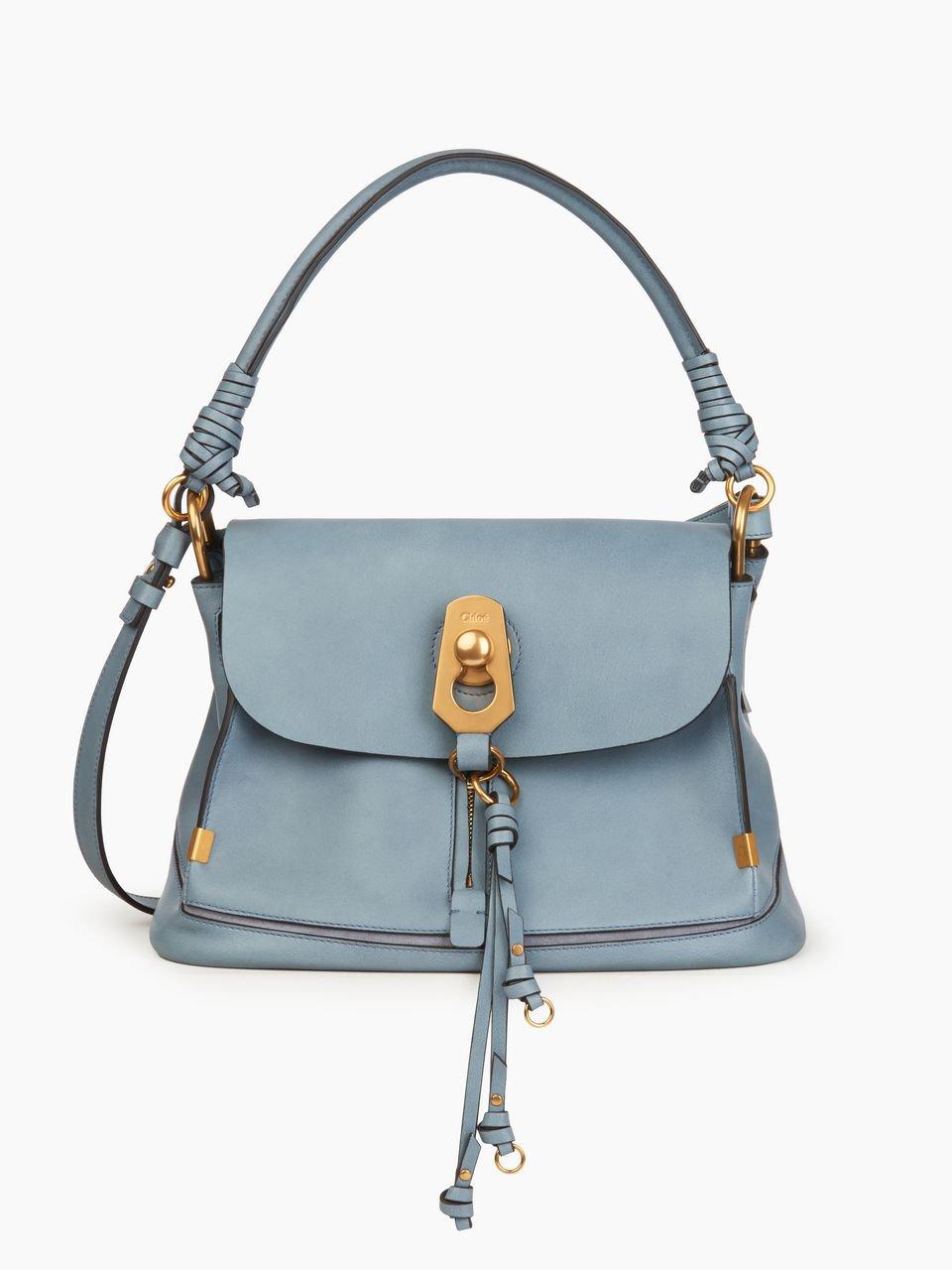 Sac Chloé bleu porté à la main petit format couleur bleu de chez CHLOE