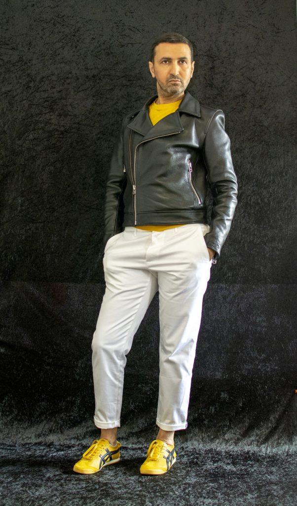 Contrairement à certaines pièces fortes moins versatiles, le pantalon blanc est neutre par définition.