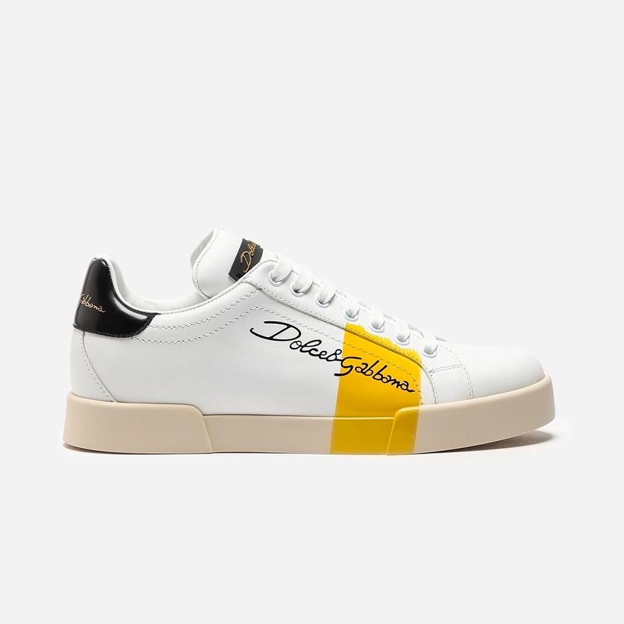 Sneakers «Portofino» en cuir de veau, Dolce & Gabbana, 545 €. Disponibles sur