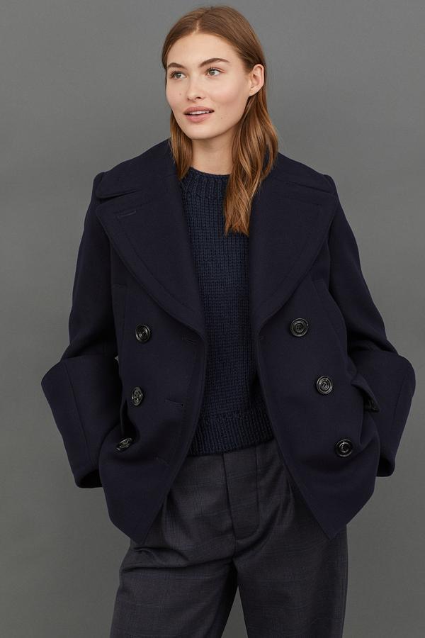 Caban en tissu de laine mélangée à large col tailleur, H&M Studio Collection, 149 euros.