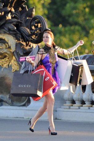 Blair Waldorf de la série Gossip Girl place son séjour à Paris sous le signe du shopping... Avec un beau budget.