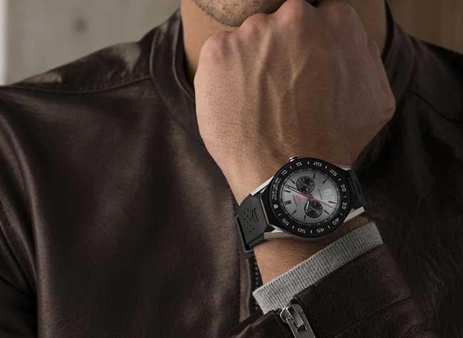 la montre connectée TAG Heuer Modular 45 a été revisitée pour les petits poignets