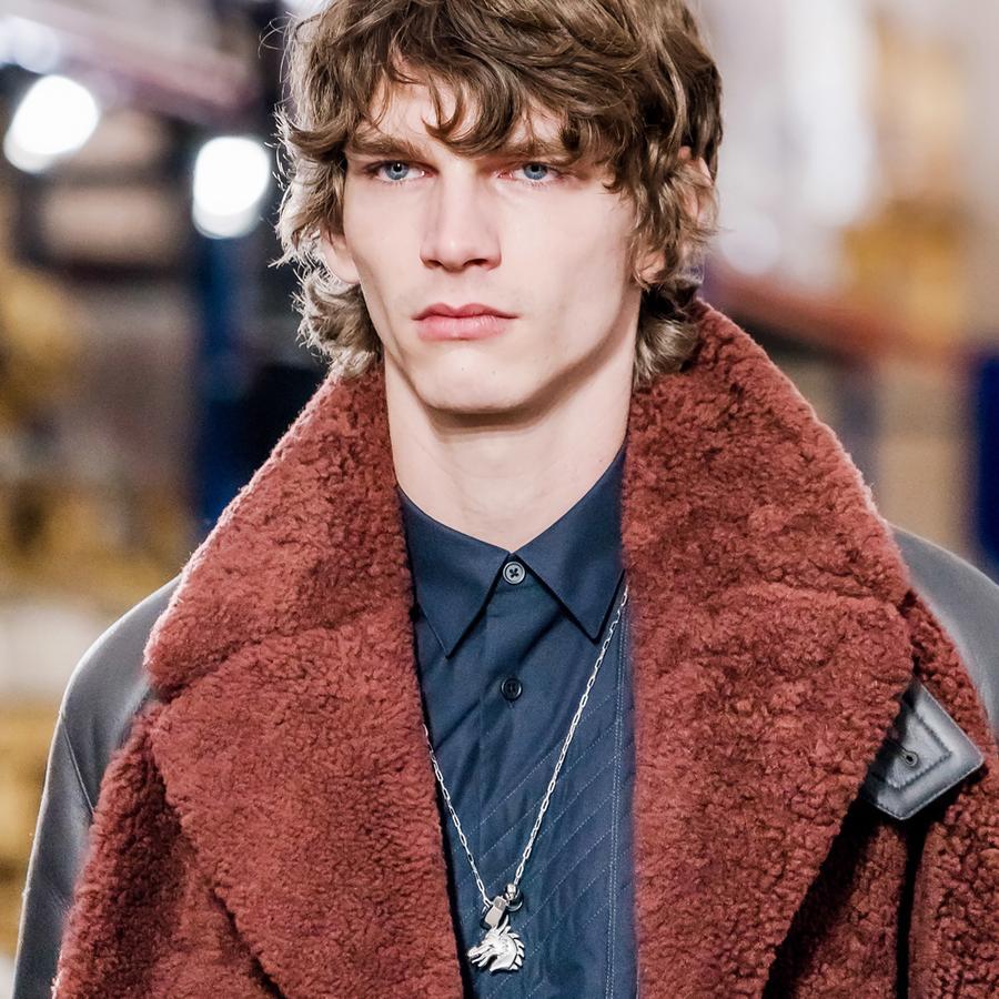 Le collier talisman dragon du défilé Hermès homme automne-hiver 2019-2020